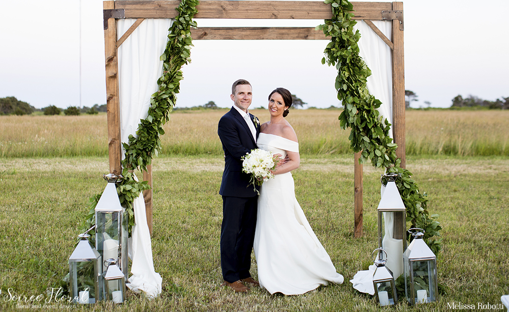 nantucket-wedding-soiree-floral-ceremony-at-bartlett-farm